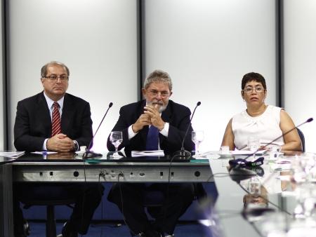 Lula plano nacional banda larga hg 20100102 - O Brasil pode ter Internet Gratís