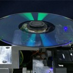 Japoneses apresentam o primeiro disco hibrido Blu-ray/DVD