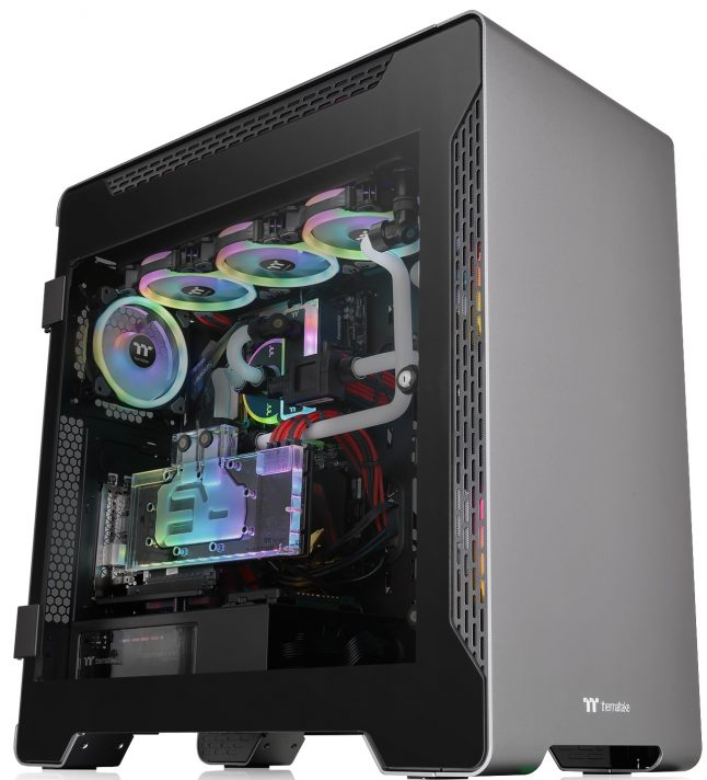 Thermaltake A700 Aluminum TG 3 646x712 - Thermaltake A700 Aluminum TG: Torre completa 'Premium' com bahías PCI rotativos
